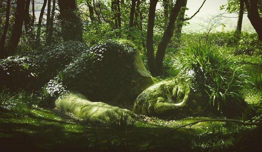 Une sculpture vivante époustouflante dans les jardins perdus de Heligan change d'apparence au fil des saisons