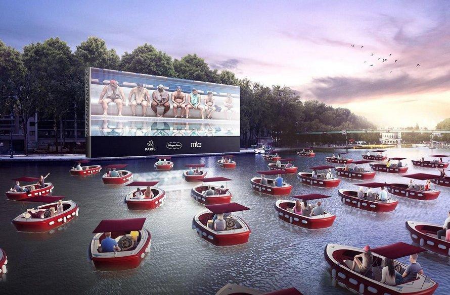 Paris lance la saison estivale avec un cinéma flottant qui favorise la distanciation sociale ! (vidéo)By Ipnoze.com Cinema-flottant-paris-plages-la-villette-007