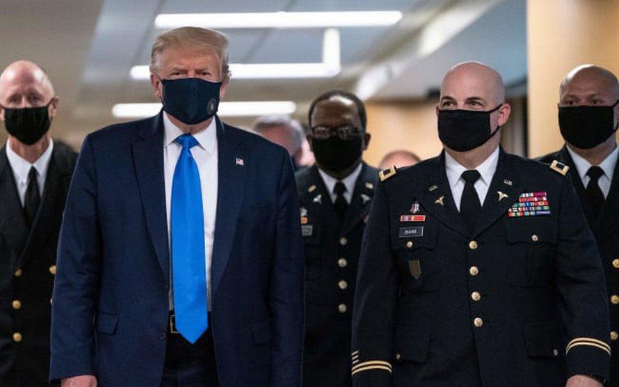 Donald Trump porte enfin un masque en public
