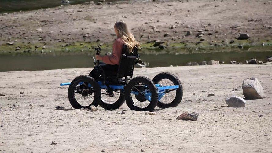 Un homme conçoit un «fauteuil roulant» tout-terrain pour que sa femme puisse aller dans des endroits qu'elle n'aurait jamais cru possibles