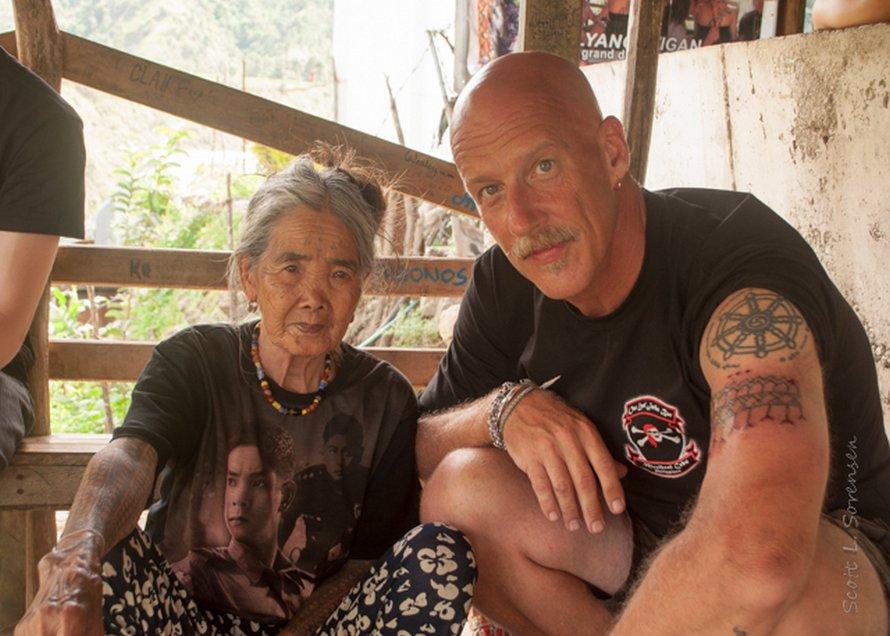 Cette femme de 103 ans est la dernière Philippine à avoir préservé l'ancienne tradition du tatouage