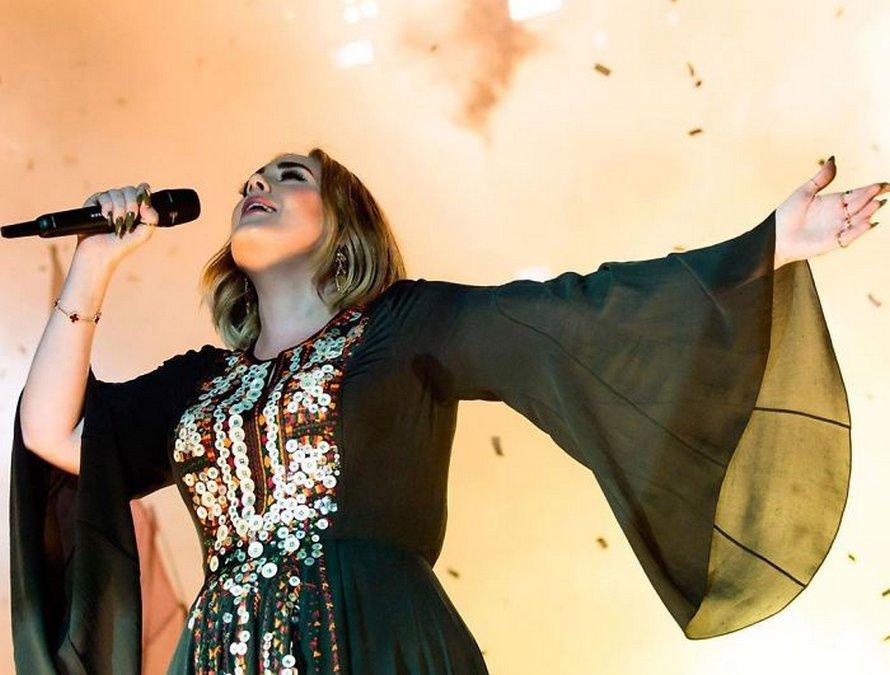 Adele est méconnaissable après une spectaculaire perte de poids de 45 kilos