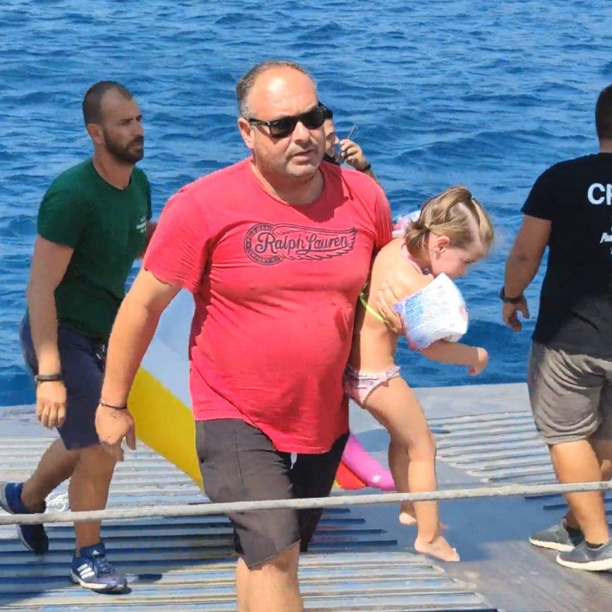 Une fillette de 5 ans est emportée en mer sur une licorne gonflable avant d'être secourue par l'équipage d'un navire