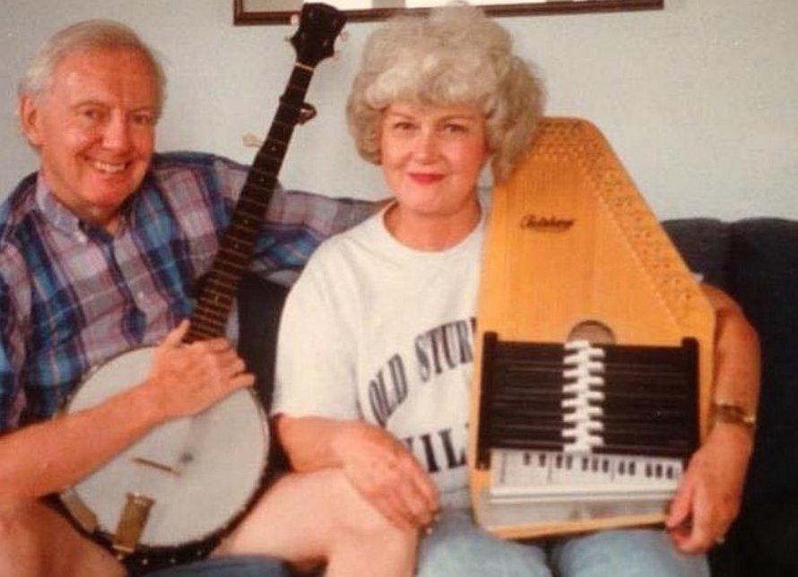 Un homme de 90 ans, qui avait insisté pour voir sa femme atteinte du Covid-19 sur son lit de mort, est mort aussi