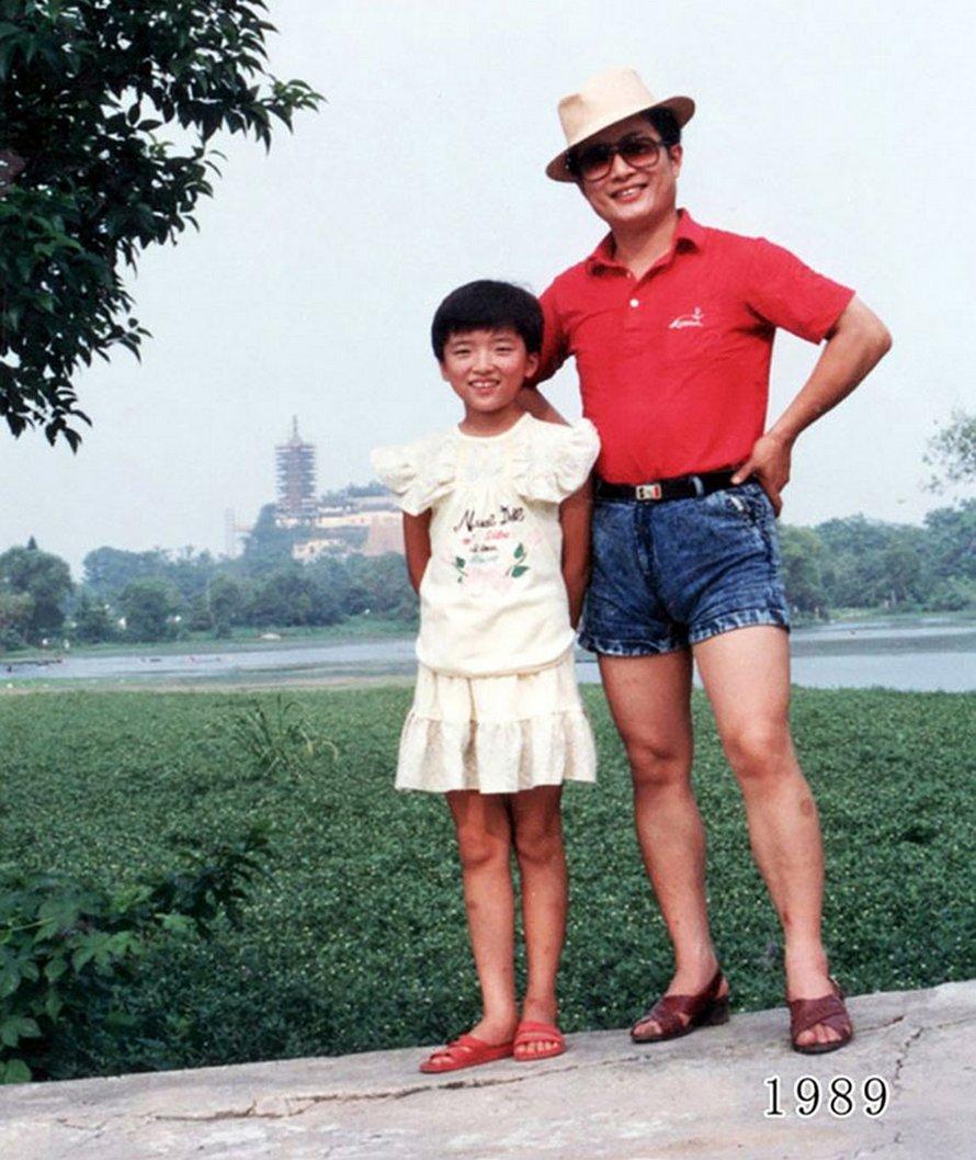 Ce père et sa fille prennent des photos annuelles au même endroit depuis 40 ans et les photos montrent à quel point le temps passe vite