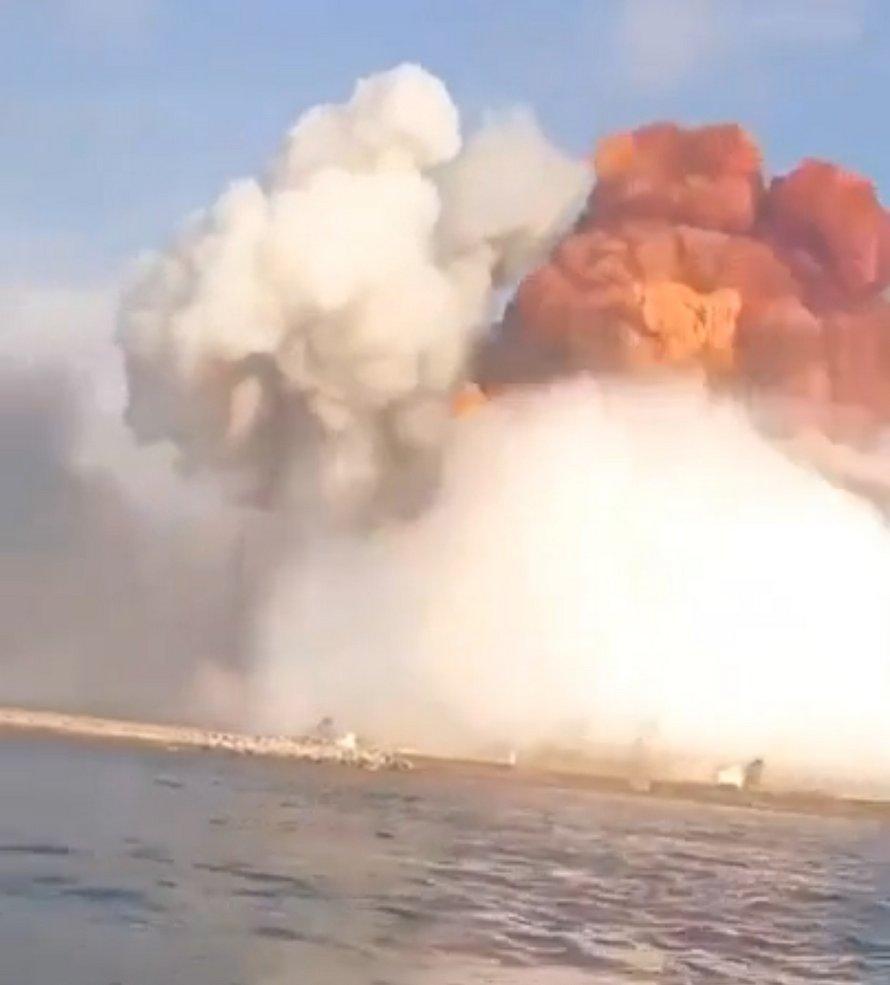 Un pilote de jet ski filme l'explosion de Beyrouth sous un angle différent