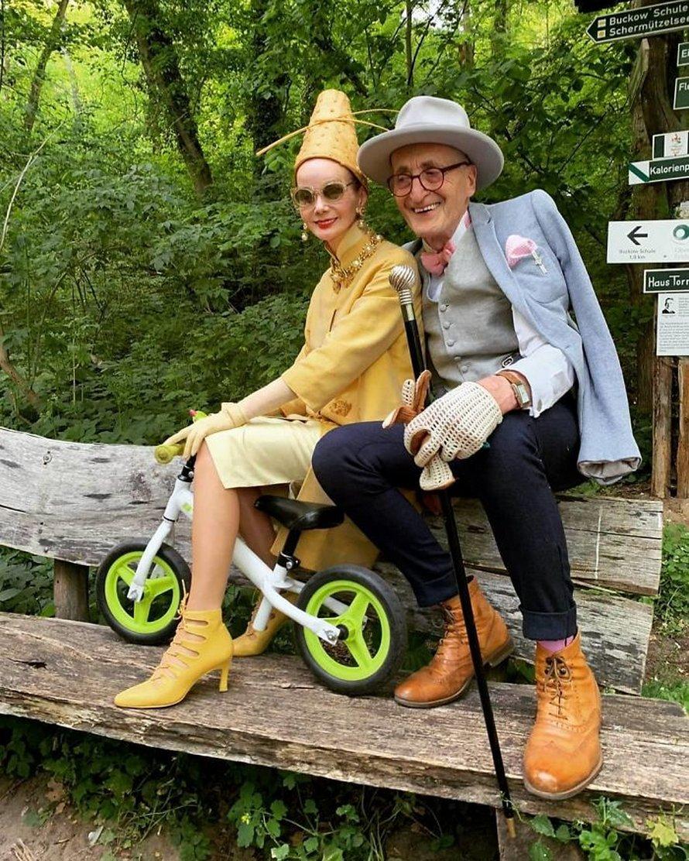Ce couple de personnes âgées allemandes vole la vedette chaque fois qu'il sort