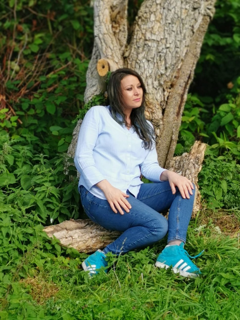 Cette femme qui a épousé un arbre célèbre son premier anniversaire de mariage