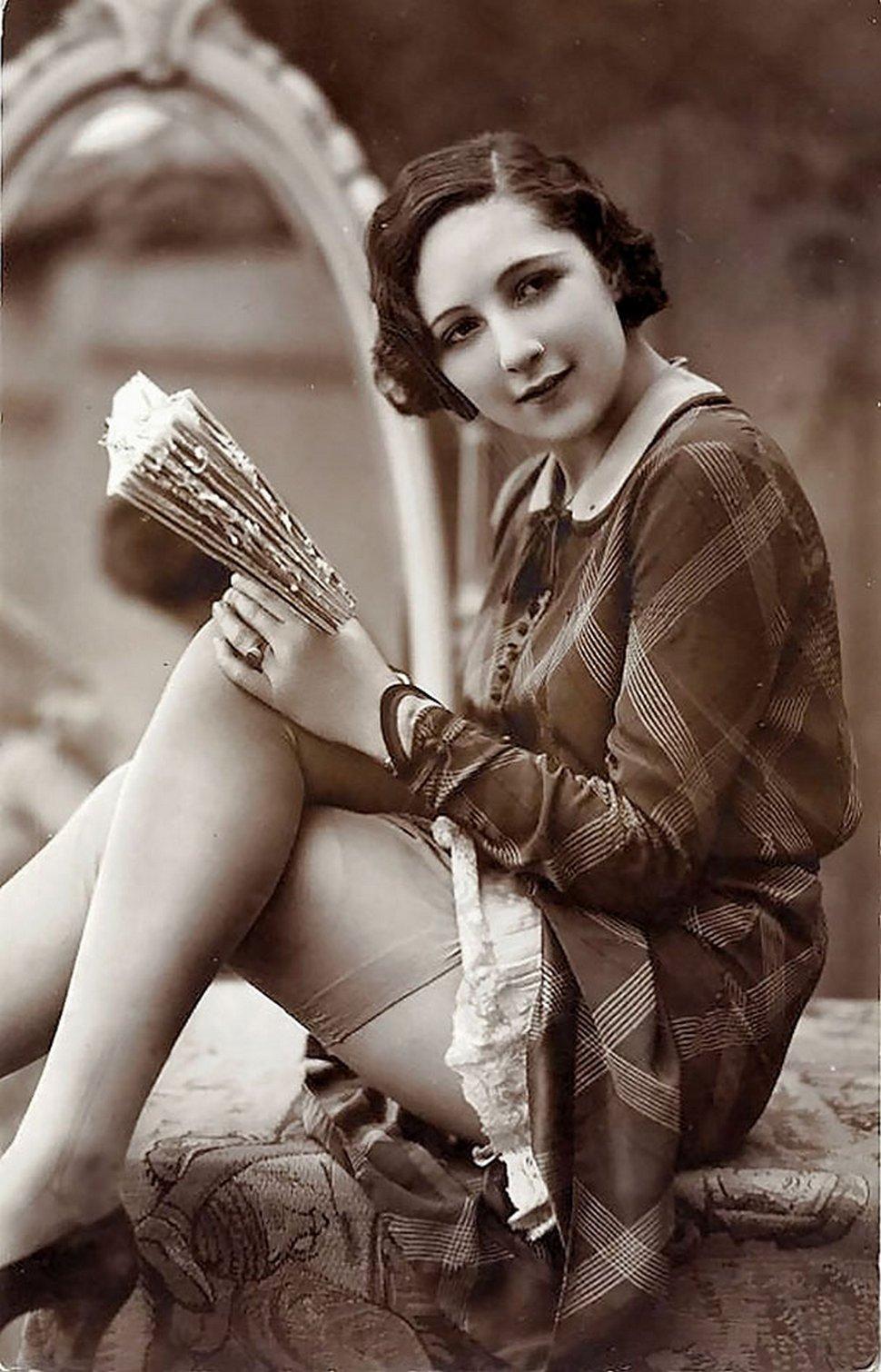 22 femmes photographiées il y a 100 ans pour des cartes postales anciennes de 1900 à 1910