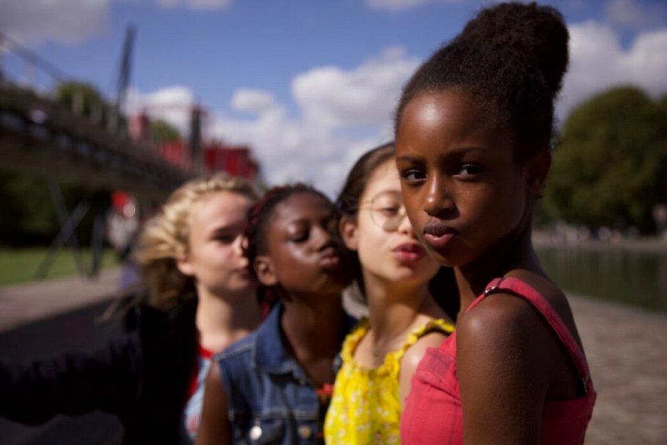 Netflix défend Mignonnes comme «commentaire social» contre la sexualisation des enfants