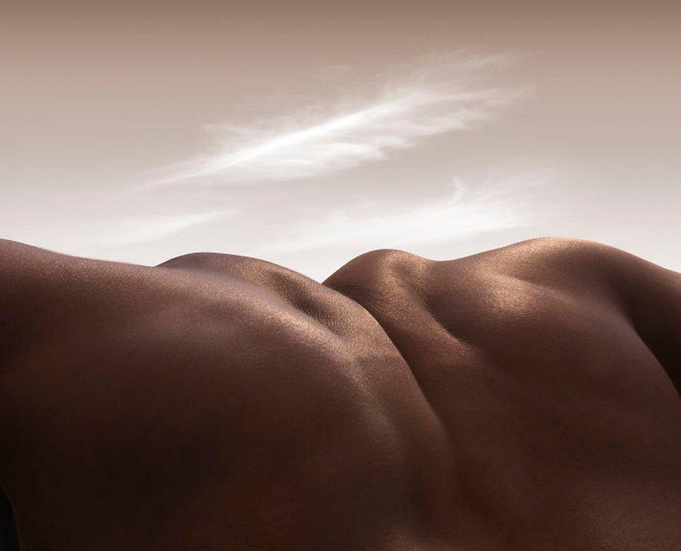 Ce photographe crée des paysages en utilisant uniquement des corps humains