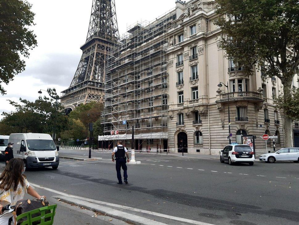 La tour Eiffel évacuée après qu'un homme a menacé de tout faire exploser