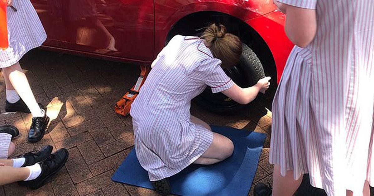 Une école de Sydney offre aux filles de 11e année des cours d'entretien automobile