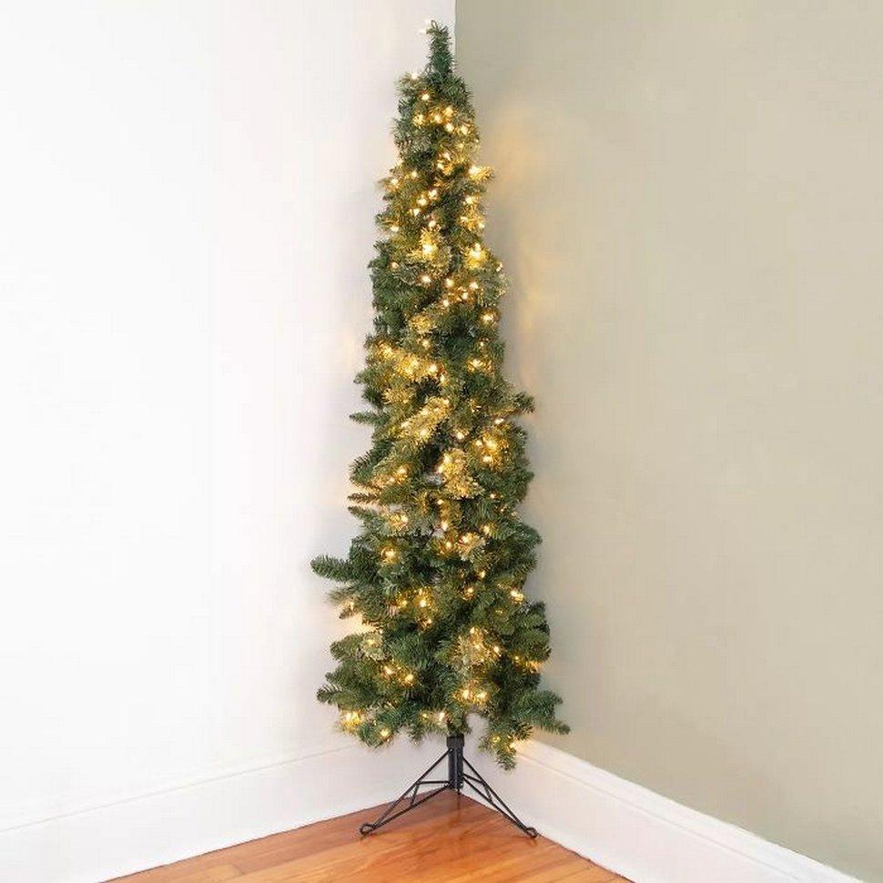 Tu peux maintenant acheter un demi-arbre de Noël si tu détestes décorer l'arrière et souhaites économiser de l'espace