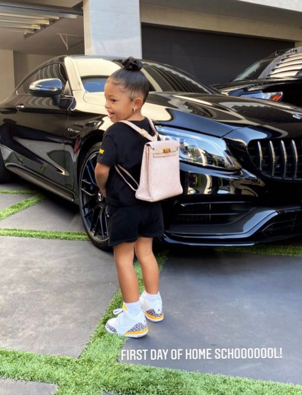 Kylie Jenner gives her 2-year-old daughter a $ 12,000 backpack for her first day of school- mongersmintt