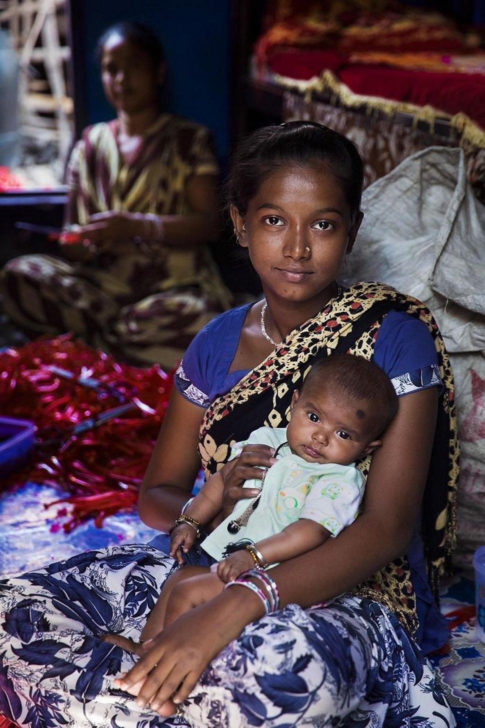 Cette photographe présente la beauté de la maternité en 26 clichés capturés à travers le monde