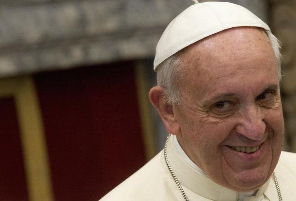 Le compte Instagram du pape François a été surpris à aimer la photo d'une mannequin