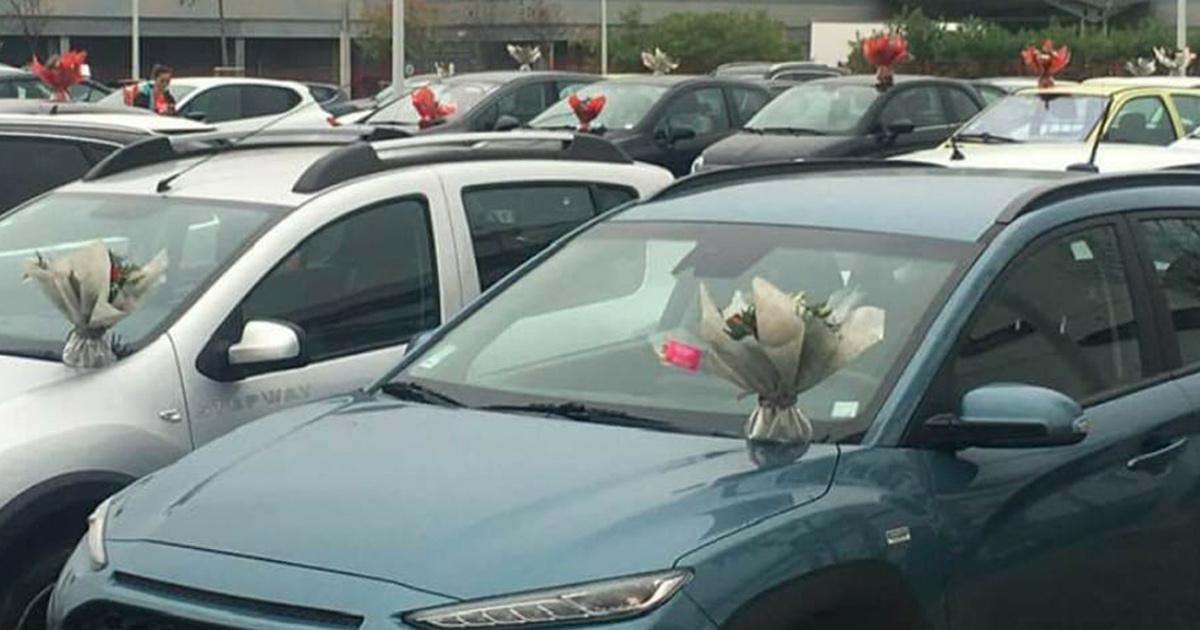 Cette femme a fleuri les voitures de soignants de l'hôpital de Perpignan plutôt que de jeter les invendus