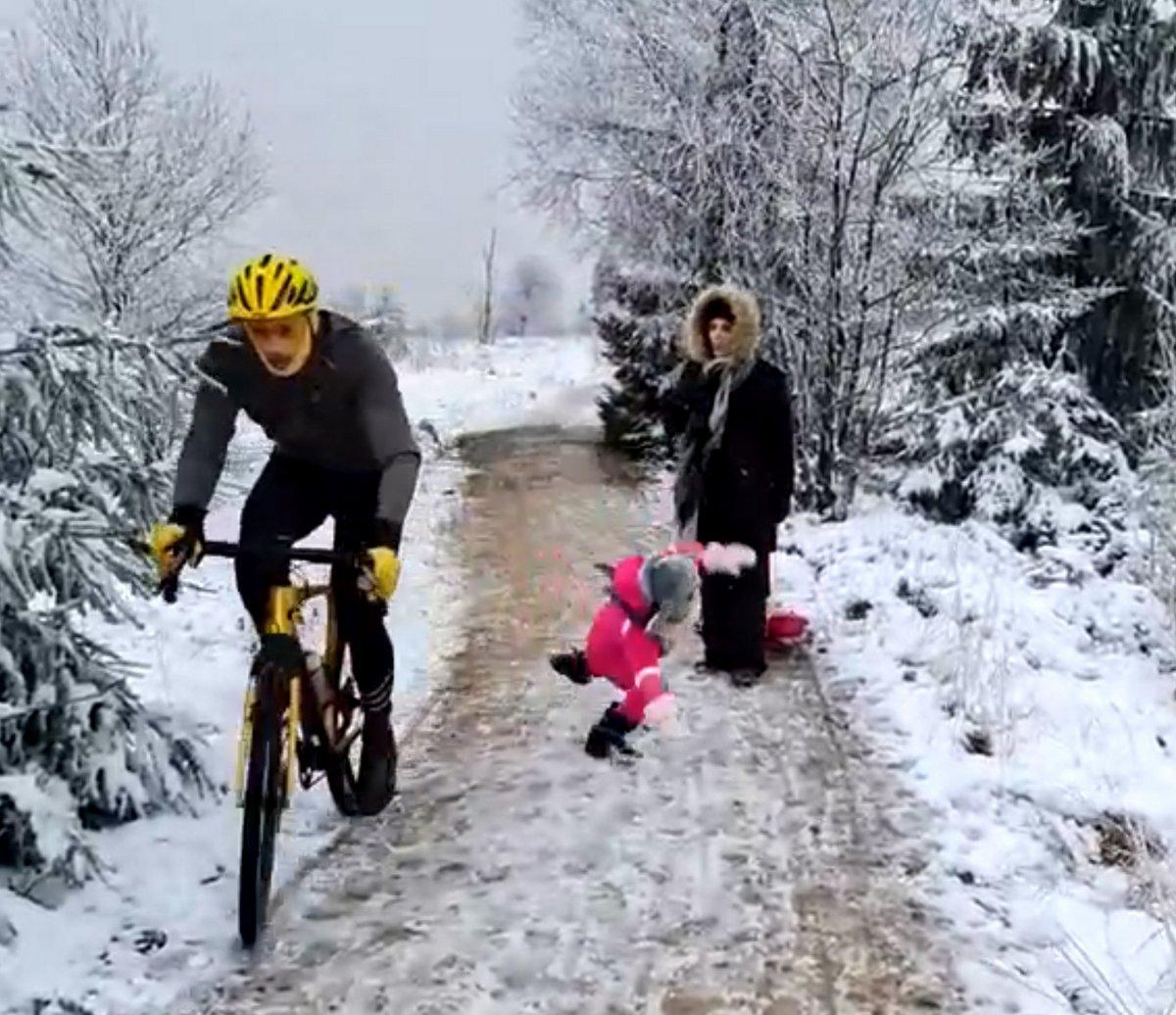Le cycliste impatient qui a «volontairement» renversé une petite fille sur le chemin refuse de s'excuser