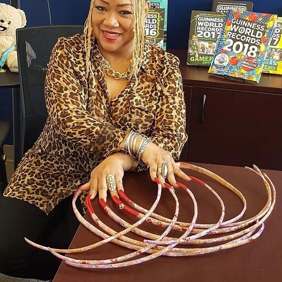 Cette femme vend ses ongles les plus longs du monde pour 38500€