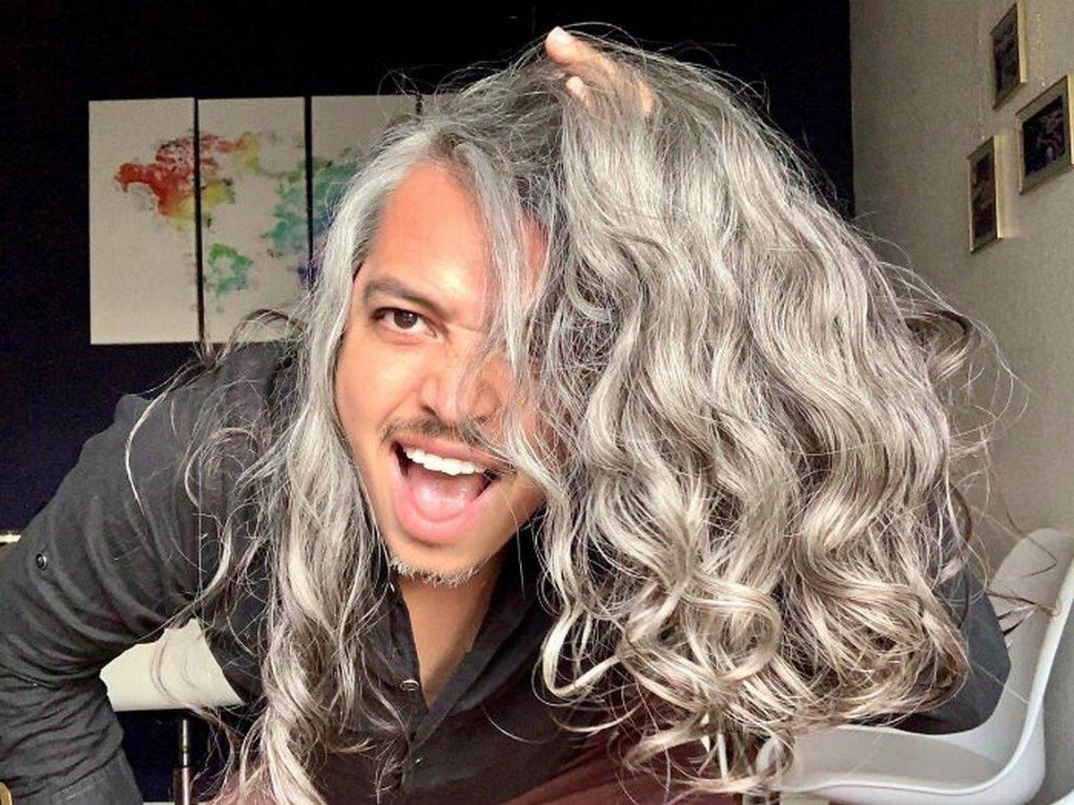 Des hommes aux cheveux longs publient des photos de leur magnifique chevelure dans ce groupe en ligne