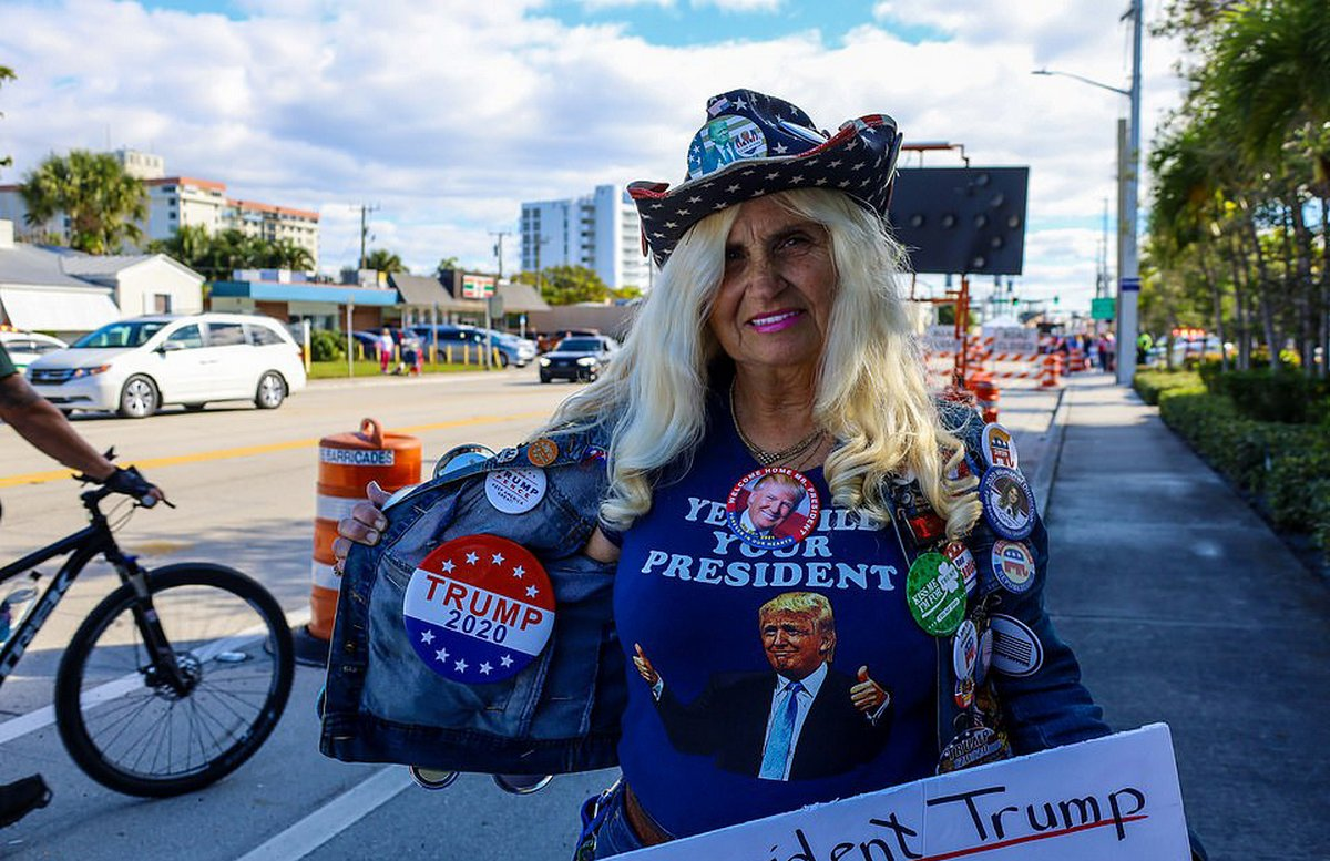 «Pire président de tous les temps» : un avion avec une bannière cinglante vole au-dessus de la maison de Trump en Floride