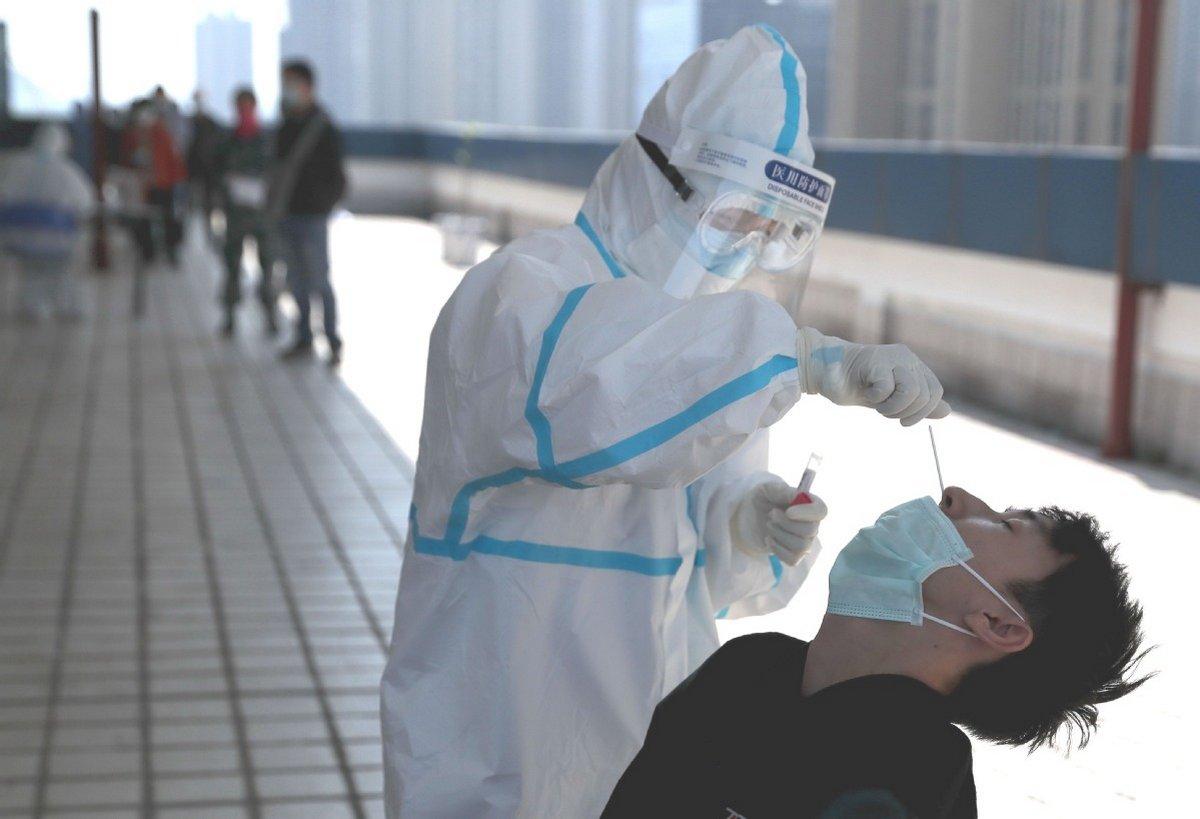 La Chine a commencé à utiliser des écouvillons anaux pour détecter la présence de COVID-19