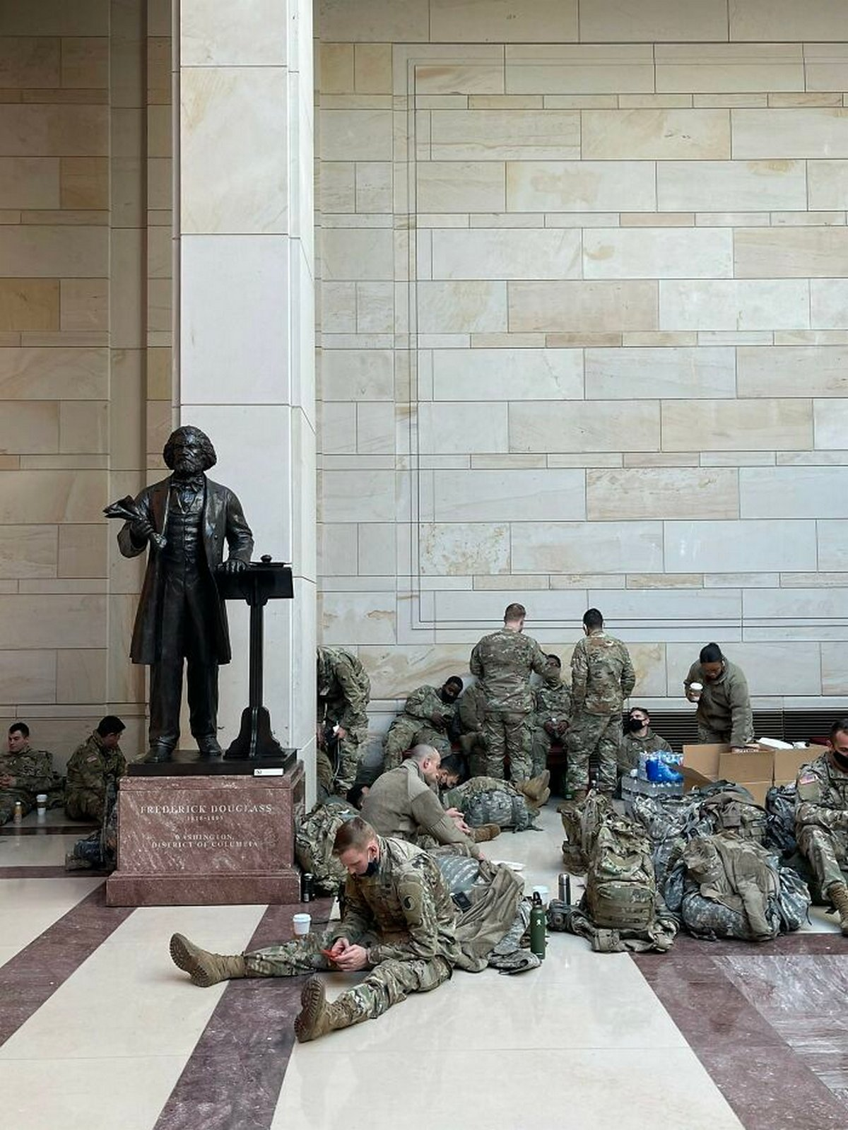 22 photos qui montrent comment le niveau de sécurité au Capitole a changé