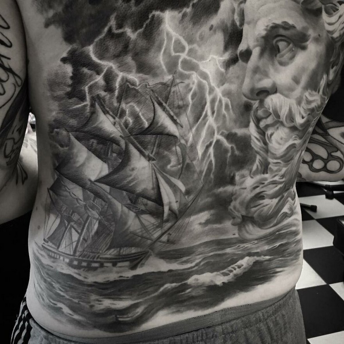 22 tatouages fascinants par un artiste suédois spécialisé dans le réalisme noir et gris ! Par Karine Larcher (Ipnoze) Tatouages-realistes-noir-gris-mrtstucklife-008