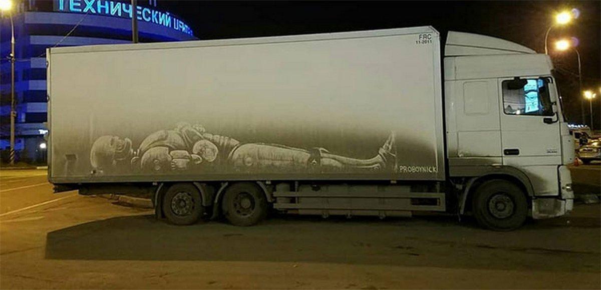 Des propriétaires de camions sales trouvent des dessins incroyables sur leurs véhicules créés par cet artiste