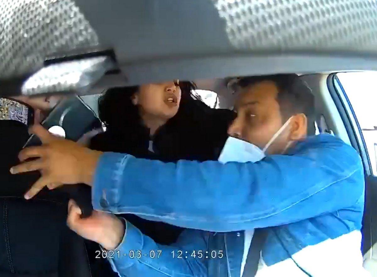 Cette femme qui a toussé sur un chauffeur Uber et lui a arraché son masque a été accusée