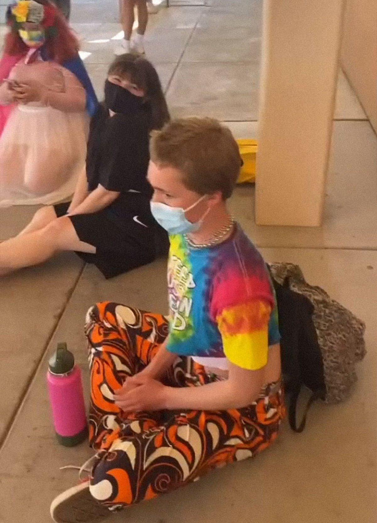 Des adolescentes dénoncent le code vestimentaire «sexiste» de leur école et leur protestation devient virale