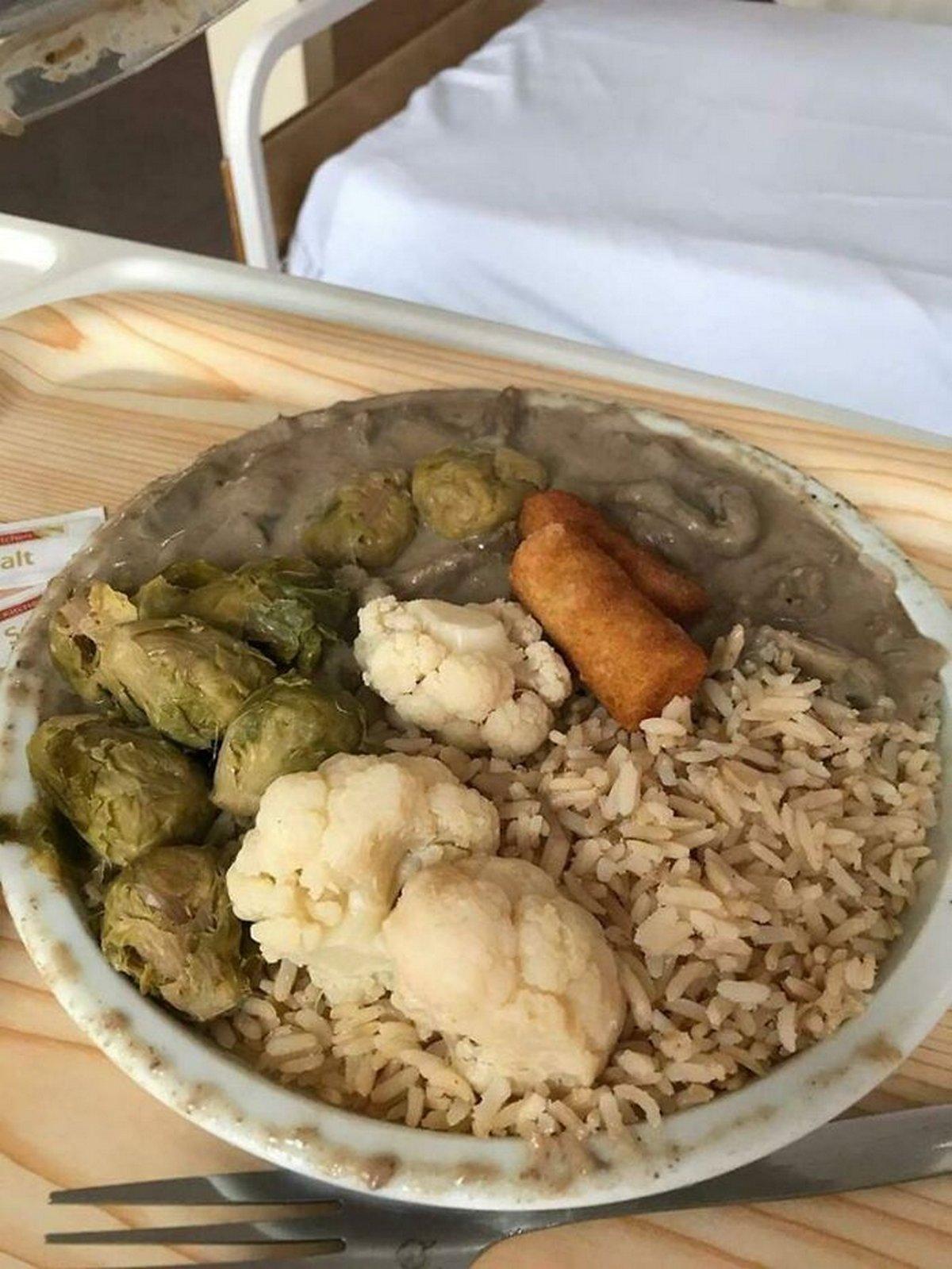 Ces gens ont reçu de la nourriture d'hôpital si dégoûtante qu'ils ont décidé de partager des photos en ligne